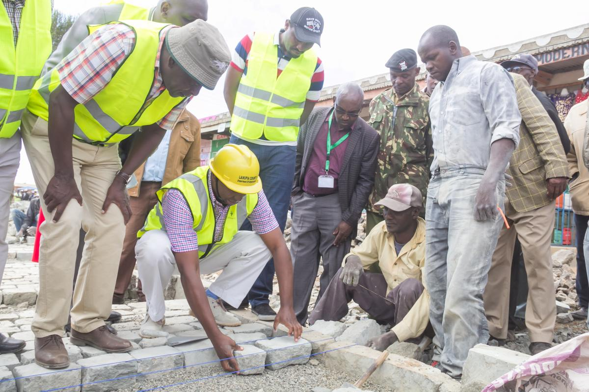 Governor Ndiritu muriithi Joins a team of Contractors in Road Contraction
