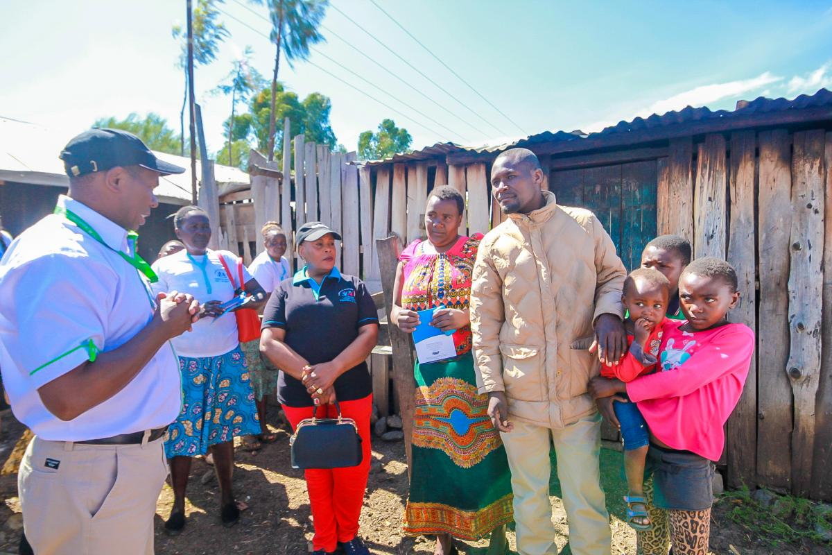 Governor Ndiritu muriithi & a team medical specialist visit homes in laikipia