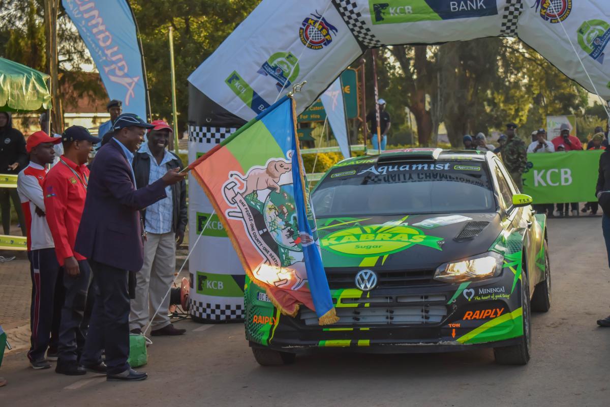 Governor Ndiritu Muriithi flag off the 30 cars outside KCB Nyahururu Branch building on Sunday.
