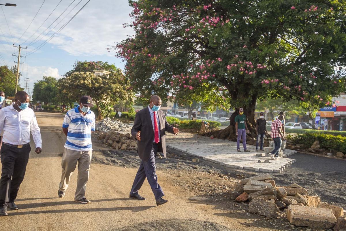 Governor Ndiritu inspects the ongoing maintenance of Lenana Ukumbusho - D.C Gate Phase 2